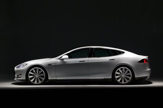Tesla Model S: Wer bis zum 31. Dezember 2015 ein Elektroauto kauft, muss hierfür keine Kfz-Steuer bezahlen (Quelle: TESLA MOTORS)