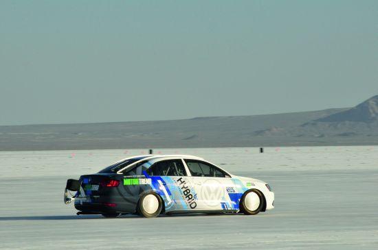 VW Jetta Hybrid: Umfangreiche Umbauarbeiten ermöglichten die Rekordfahrt (Quelle: VW)