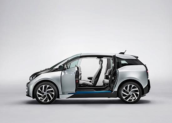 BMW i3: Batteriebetriebener Elektrowagen, auch optional mit Range Extender, im Design-Kohlefaser-Gewand (Quelle: BMW)