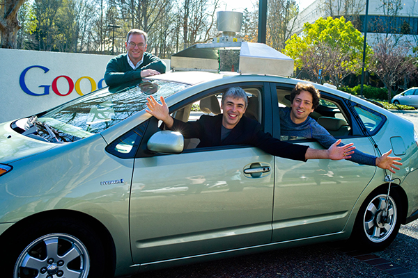 Larry Page, Sergey Brin und Dr. Eric Schmidt im Google Driverless Car (Quelle: Google)