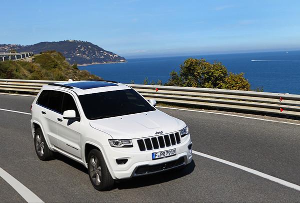 Jeep Grand Cherokee 3.6l V6 FlexFuel: Der Allradler kann mit 85-prozentigen Bioethanol-Benzin-Gemisch betankt und gefahren werden (Quelle: Jeep)
