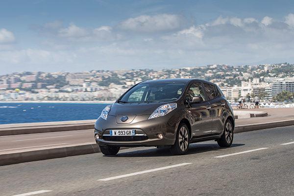 Nissan Leaf: Der Leaf ist das meistverkaufte Elektroauto weltweit und trotz des vergleichsweise niedrigen Preises kommt nicht für viele Interessenten ein Barkauf in Frage (Bildquelle: Nissan)
