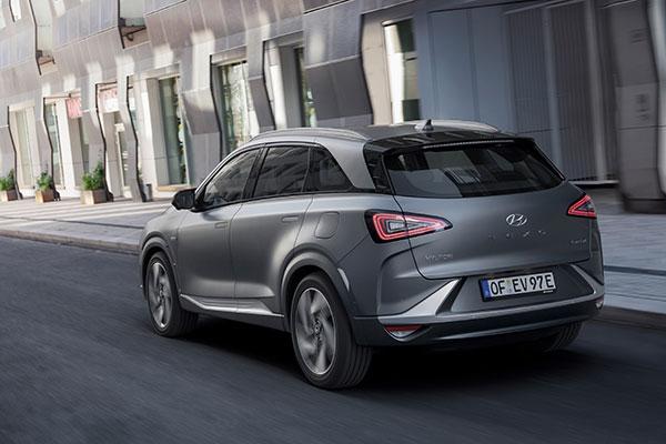 Hyundai Nexo Brennstoffzellenauto Heckansicht