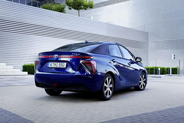 Toyota Mirai Brennstoffzellenauto Heckansicht