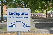 Titelbild Parkplatz Ladeplatz Elektroauto