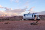 Titelbild Wohnwagen Camper Anhänger