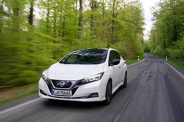 Nissan Leaf ZE1 Elektroauto Vorderansicht