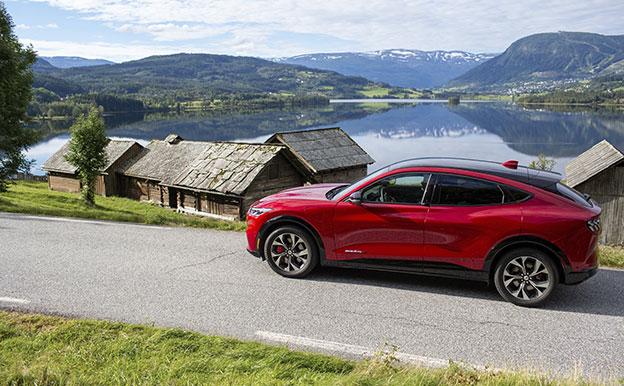 Ford Mustang Mach-E AWD Elektroauto Allradantrieb