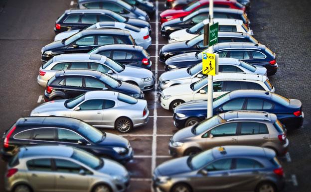 Titelbild Autos Parkplatz