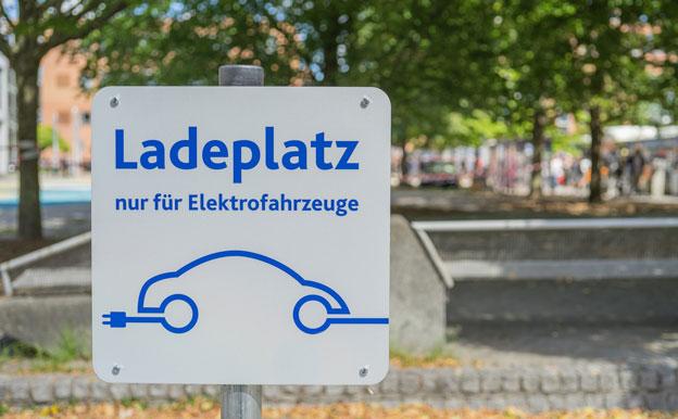 Titelbild Elektroauto Parkplatz