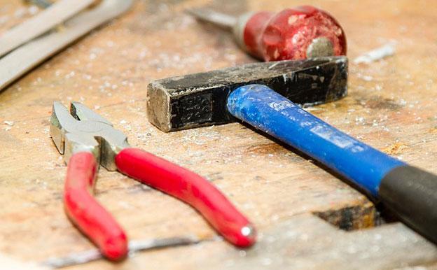 Titelbild Werkzeug Hammer